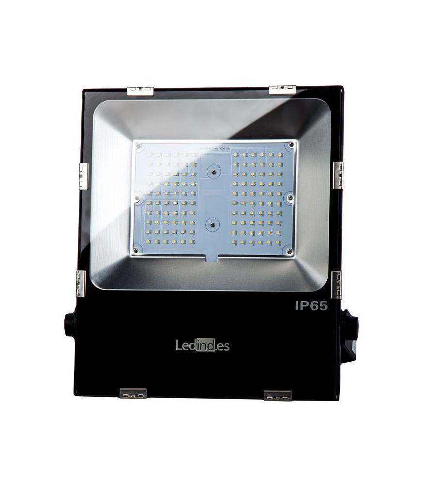 Iluminaria LED para exterior e interior